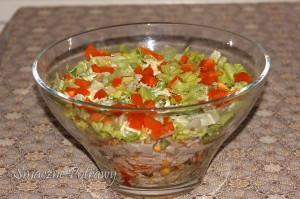 Sałatka z szynką i warzywami