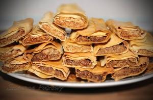 Ruloniki z ciasta filo z orzechami i miodem