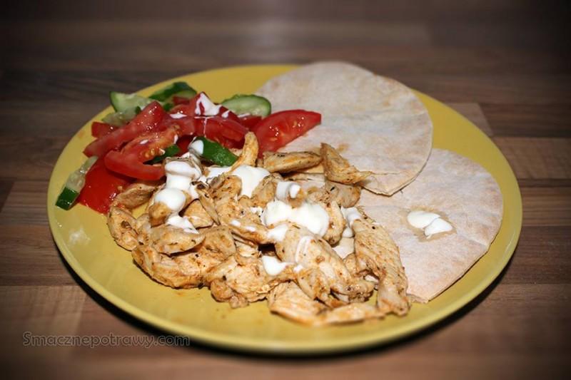 Gyros z kurczakiem i chlebkiem pita