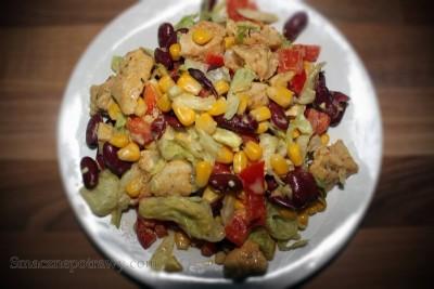 Sałatka z kurczakiem i czerwoną fasolą